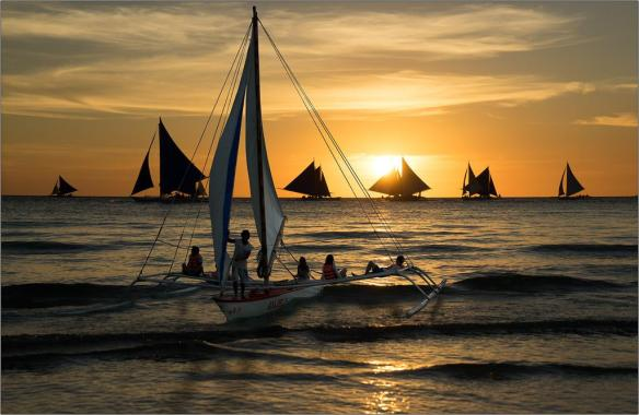 sailing-on-the-island-of-boracay-philippines-photography-by-boris-bort