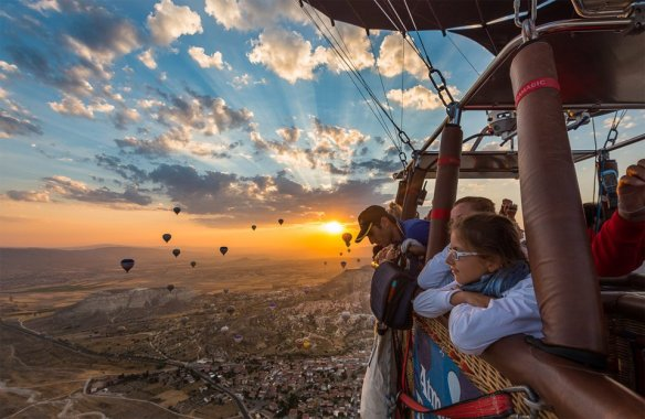 sunrise-during-balloon-tour-turkey-photography-by-alessio-andreani