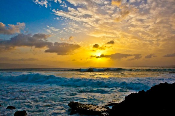 sunset-at-three-tables-beach-oahu-hawaii-photography-by-anthonyquintano