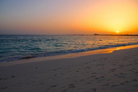 csunset-on-grace-bay-beach-in-turks-caicos-photography-by-steve-bennett-vvv9q_weaaczfc