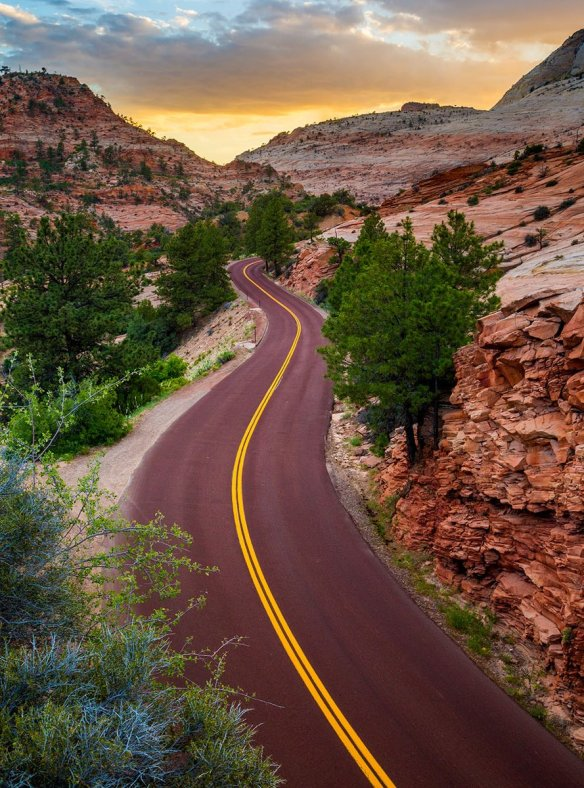 mt-carmel-highway-at-zion-nps-utah-photography-by-ian-barin