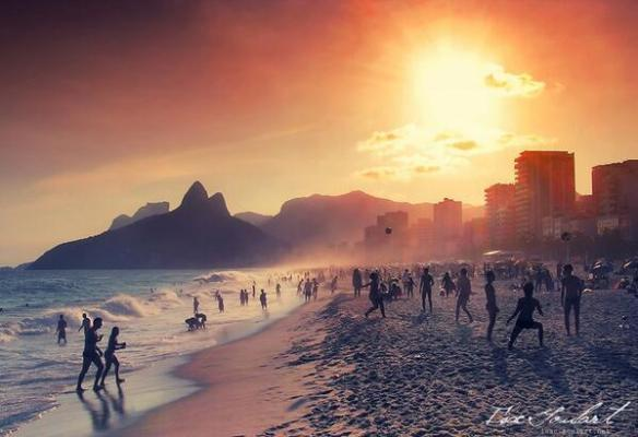 on-the-beach-in-rio-photography-by-isac-goulart