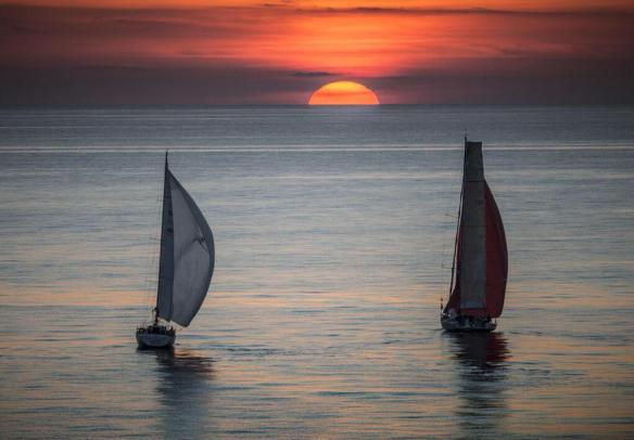 sailing-at-sunset-photography-by-kurt-arrigo