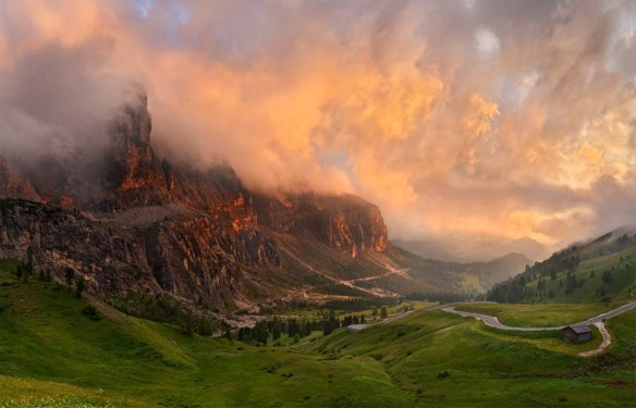 stormy-sunset-over-alpes-italy-photography-by-valery-shcherbina