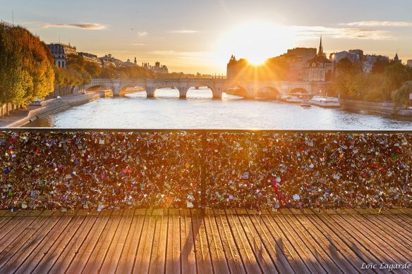 sunrise-on-pont-des-arts-in-paris-photography-by-loic80l