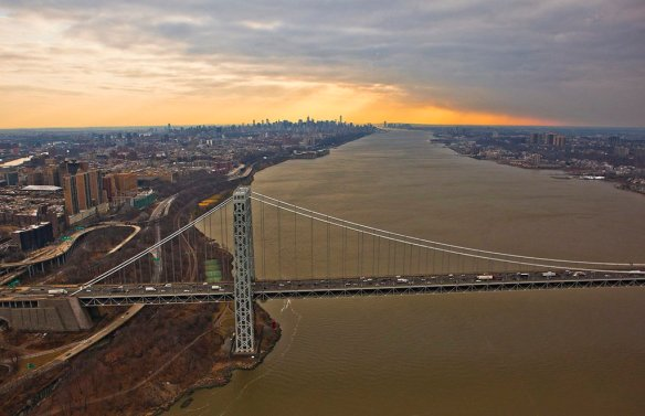 sunset-behind-new-york-city-flying-with-nyonair-photography-by-anthonyquintano