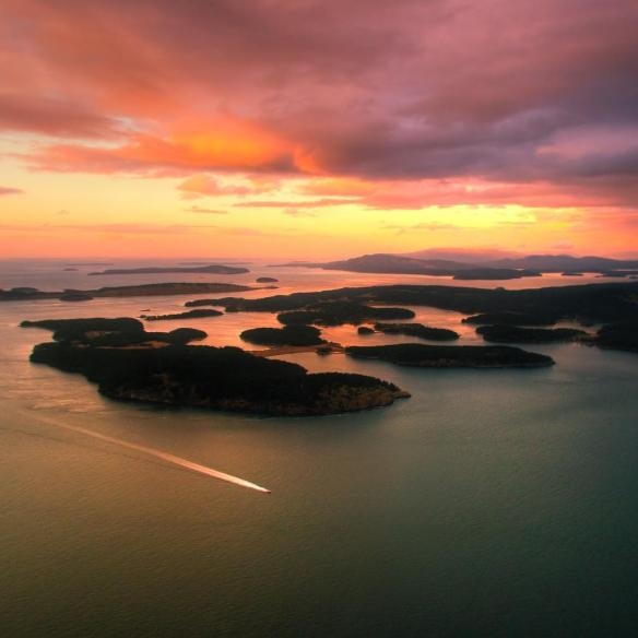 sunset-over-the-gulf-islands-in-british-columbia-canada-photography-by-evan-leeson
