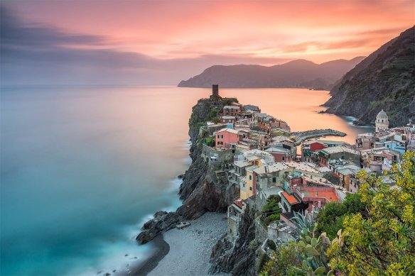 sunset-over-town-of-vernazza-italy-photography-by-francesco-gola