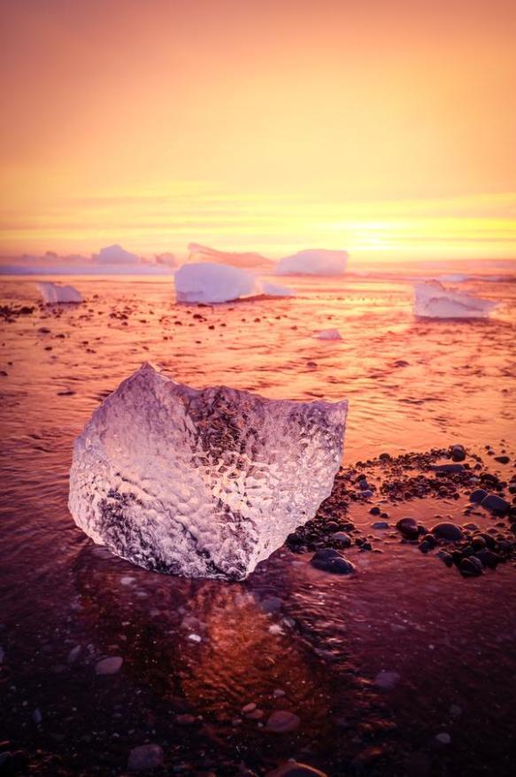 the-icy-beach-of-jo%cc%88kulsarlon-iceland-photography-by-piyush-bedi