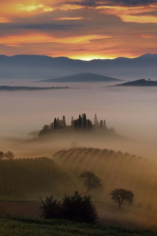 the-misty-hills-of-tuscany-photography-by-mauro-mione