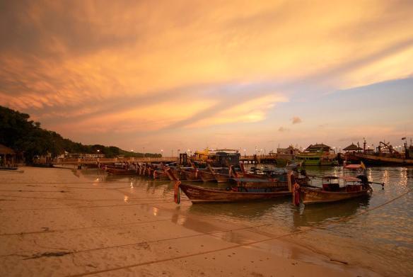 a-beautiful-sunset-in-thailand-photography-by-taku-smaku
