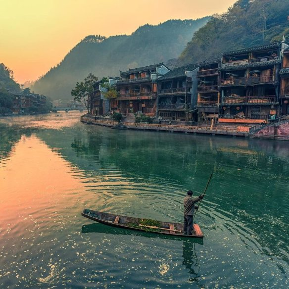 early-in-the-morning-in-fenghuang-county-china-photography-by-qiao-liang
