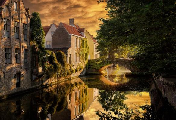golden-sunset-in-bruges-belgium-photography-by-nick-moulds