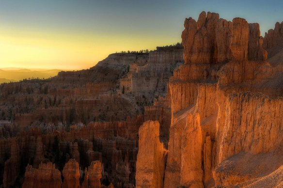 sunrise-at-bryce-canyon-national-park-in-utah-photography-by-dianasch