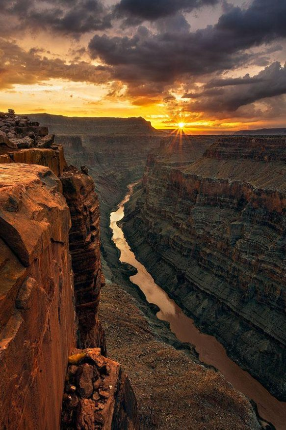 sunrise-at-the-grand-canyon-photography-by-guy-schmickle