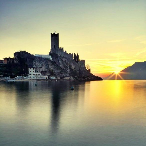 sunset-at-castello-di-malcesine-italy-photography-by-emmebi420