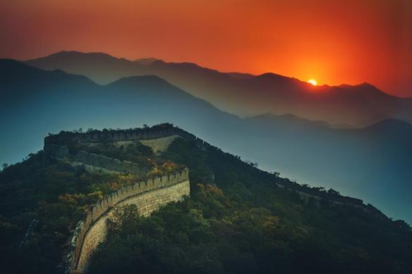 the-great-wall-of-china-stretching-to-the-sunset-photography-by-treyratcliff