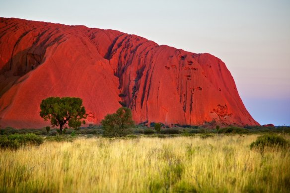 uluru-sunset-glow-australia-photography-by-danielpeckham