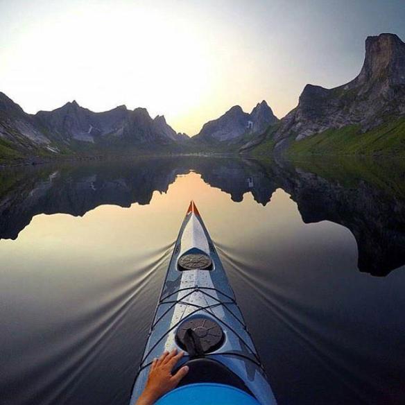 kayaking-in-lofoten-norway-photography-by-kristoffer-vandbakk
