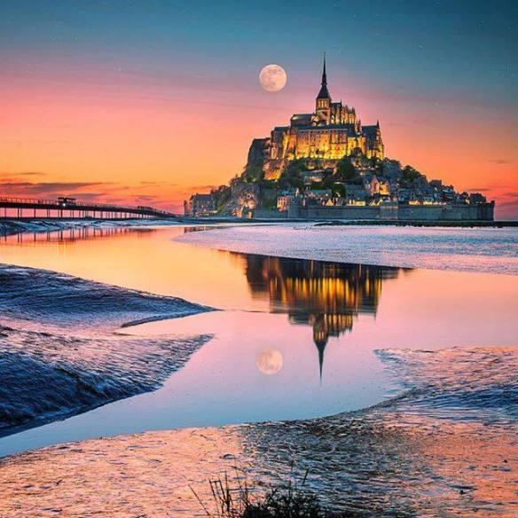 moonrise-over-le-mont-saint-michel-photography-by-i%cc%87lhan-eroglu