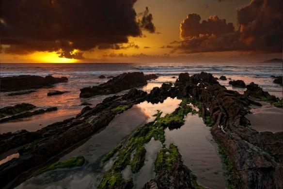 Rocky beach sunset | Photography by ©Juan Lois.jpg