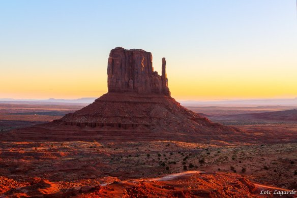 sunrise-on-monument-valley-photography-by-loic80l