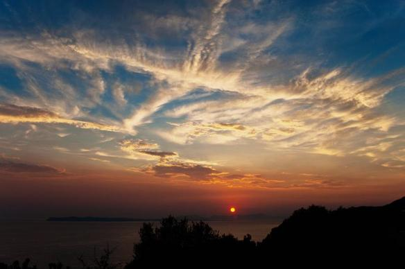 sunset-and-wispy-clouds-photography-by-nikos-koutoulas