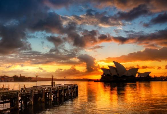 sunshine-behind-the-sydney-opera-house-photography-by-treyratcliff