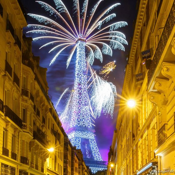 firework-in-paris-photography-by-loic80l