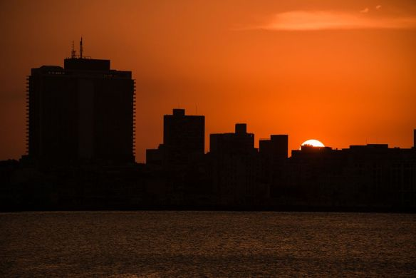 havana-skyline-at-sunset-photography-by-howardignatius