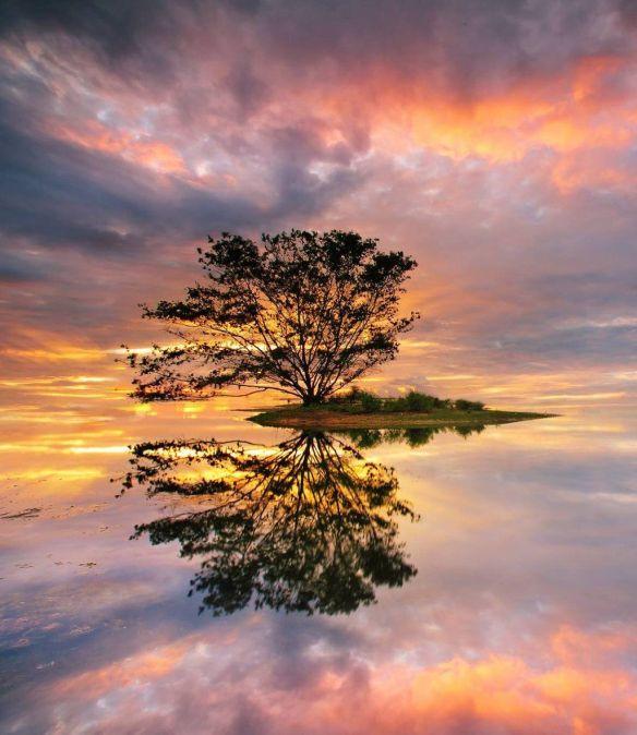 high-tide-at-dusk-serangan-island-bali-photography-by-ananda-wicaksono
