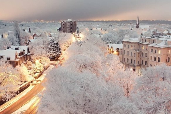 snowy-dusk-in-liverpool-england-photography-by-owen-buckley
