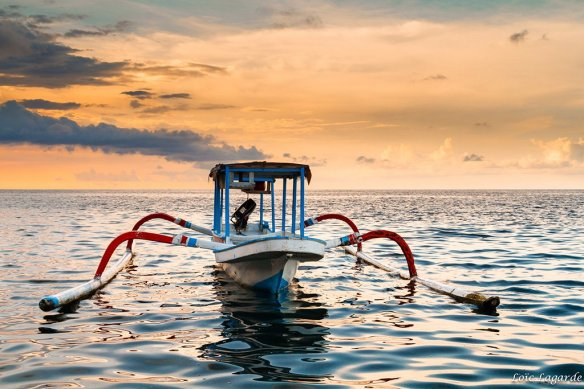 traditional-fishing-boat-in-bali-photography-by-loic80l