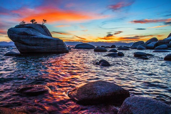 bonsai-rock-sunset-at-lake-tahoe-photography-by-anthonyquintano