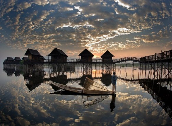 fisherman-sunrise-myanmar-photography-by-james-khoo