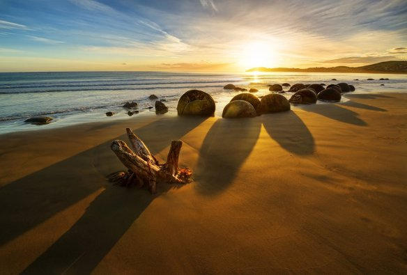 moeraki-boulders-at-sunrise-photography-by-treyratcliff