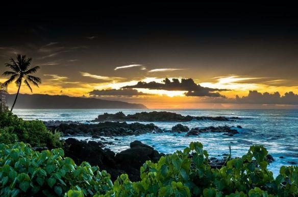waimea-bay-hawaii-photography-by-ron-w