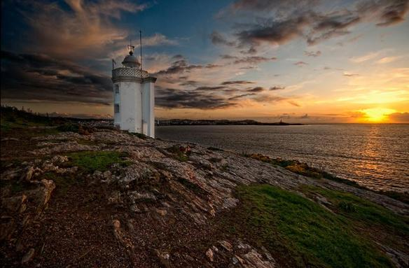 sunset-at-the-lighthouse-photography-by-juan-lois