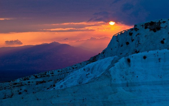 Sunset in Pamukkale, Turkey | Photography by ©Esther Lee