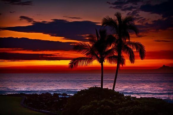 Deep orange Hawaiian sunset | Photography by ©Cord Cardinal